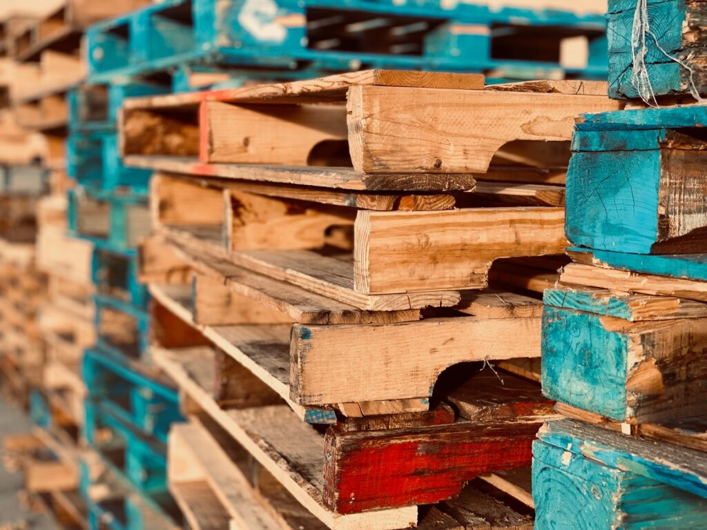 pallets-pile-stack-1684989